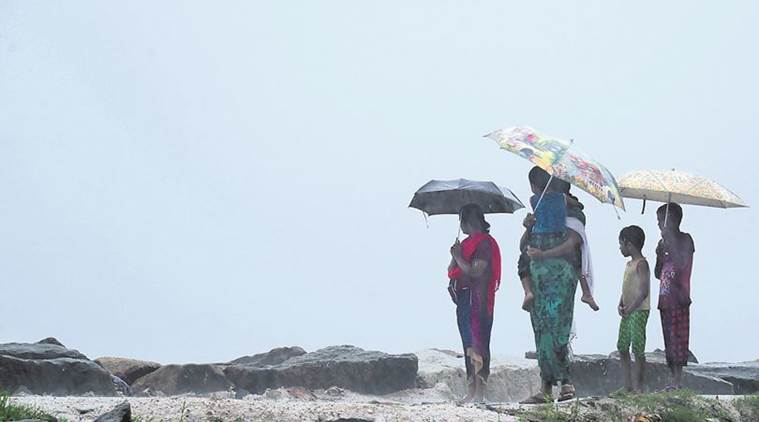 ഓഖി ചുഴലിക്കാറ്റ് : മരണം 32, കണ്ടെത്താനുള്ളത് 91 പേരെ, 544 പേരെ കരക്കെത്തിച്ചു