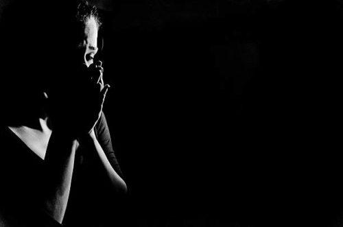 ഭര്ത്താവിന്റെ ഹൃദയം അവര് കറി വച്ച് നല്കാന് ആവശ്യപ്പെട്ടു, എനിക്കത് ചെയ്യേണ്ടി വന്നു; കോടതി മുറിയില് വിതുമ്പി യുവതി