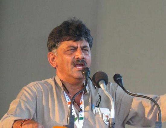 കര്ണാടകയില് ഡി കെ ശിവകുമാര് കോണ്ഗ്രസ് അധ്യക്ഷനാകും, പരമേശ്വര ഉപമുഖ്യമന്ത്രിപദത്തിലേക്ക്