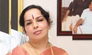<b>സന്തോഷ് ഈപ്പൻ നൽകിയ ഐഫോൺ ഉപയോഗിച്ചവരിൽ വിനോദിനി കോടിയേരിയും</b>