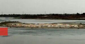 <b>യു.പിയിൽ ഗംഗാ തീരത്ത് മൃതദേഹങ്ങൾ മണലിൽ പൂഴ്ത്തിയ നിലയിൽ</b>
