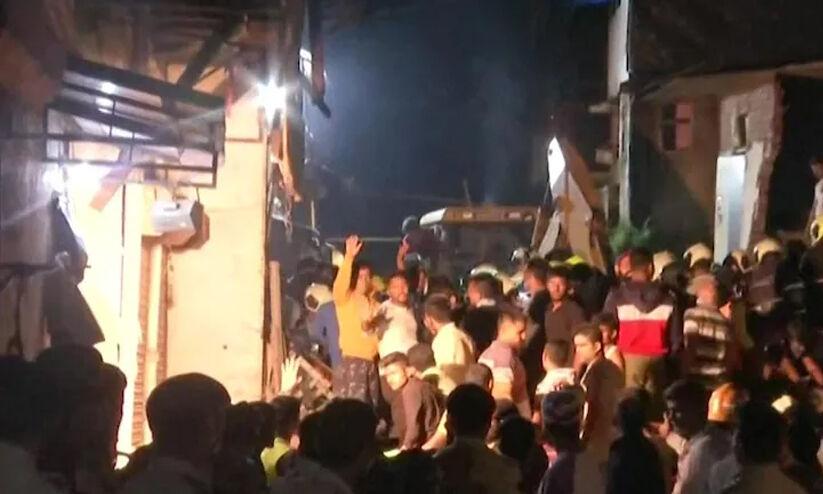മുംബൈയില് നാലു നില കെട്ടിടം തകര്ന്ന് 11 മരണം